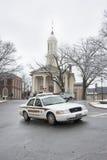 Coche del sheriff del condado de Fauquier delante del tribunal, Warrenton, Virginia Imagen de archivo libre de regalías