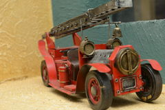 Coche del vintage con la escalera imagen de archivo