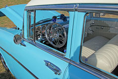 Coche del vintage de Chevrolet del azul 57 Imagenes de archivo