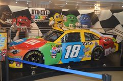Coche dentro de M y de la tira de M Store On The Las Vegas Días de fiesta del viaje Imagen de archivo