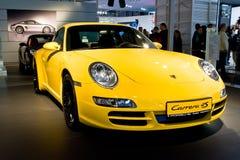 Coche deportivo amarillo Parsche Carrera Foto de archivo libre de regalías