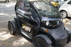 coche eléctrico de la ciudad del alquiler 2Easy Imágenes de archivo libres de regalías