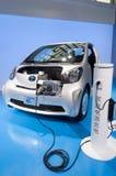 Coche eléctrico de Toyota en la cabina del presentador Imagenes de archivo