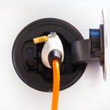 Coche eléctrico en la estación de carga Fotos de archivo libres de regalías