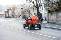 Coche eléctrico de Renault Twizi Imagenes de archivo