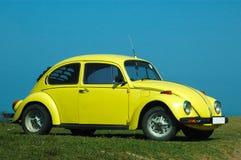 Coche en amarillo Imagenes de archivo