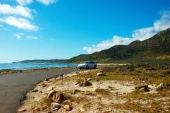 Coche en el camino. Cabo de Buena Esperanza. Fotos de archivo libres de regalías