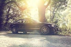 Coche en el camino forestal, BMW 3 E46 330Ci Imágenes de archivo libres de regalías