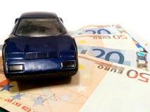 Coche en el dinero Foto de archivo libre de regalías