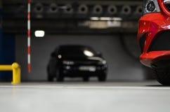 coche en el estacionamiento subterráneo Foto de archivo libre de regalías