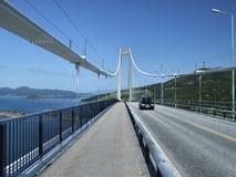 Coche en el puente Foto de archivo libre de regalías