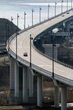 Coche en el puente Fotografía de archivo libre de regalías