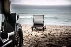 Coche en la playa Fotos de archivo