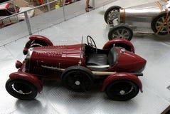 Coche en museo técnico en Praga Foto de archivo