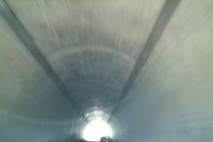 Coche en túnel Imagenes de archivo