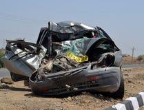 Coche estropeado en accidente de la carretera Fotografía de archivo libre de regalías
