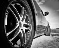 Coche estupendo de la rueda El competir con en la arena Fotos de archivo libres de regalías