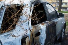 Coche gris quemado fotos de archivo