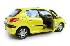 Coche modelo amarillo - ventana trasera. Puerta a la derecha abierta fotos de archivo libres de regalías