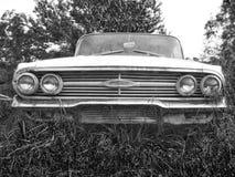 Coche monocromático blanco y negro del vintage imagen de archivo libre de regalías