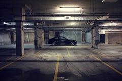 Coche negro en el garaje, cupé de BMW E46 Imagenes de archivo