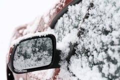Coche nevado Imagen de archivo libre de regalías