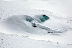 Coche nevado Imágenes de archivo libres de regalías