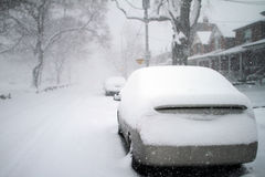 Coche nevado Fotografía de archivo libre de regalías