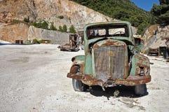Coche oxidado de la vendimia Fotos de archivo