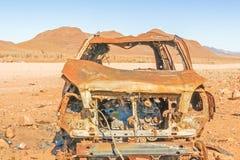 Coche oxidado en el desierto de Nabimiam Imagenes de archivo