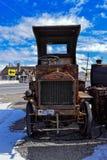 Coche oxidado viejo Imagen de archivo libre de regalías