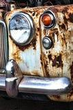 Coche oxidado viejo de la obra clásica del vintage Fotos de archivo