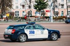 Coche policía del camino en Gomel, Bielorrusia Imágenes de archivo libres de regalías
