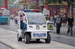 Coche policía eléctrico en Pekín, China Foto de archivo