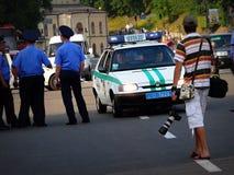 Coche policía en el centro de Kiev fotos de archivo