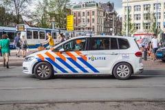Coche policía en la ciudad - AMSTERDAM de Amsterdam - LOS PAÍSES BAJOS - 20 de julio de 2017 Imagen de archivo