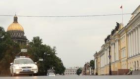 Coche policía en Petersburgo almacen de metraje de vídeo