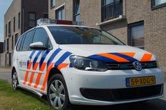 Coche policía holandés (Volkswagen Touran) - politie de Nationale Imagenes de archivo