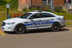 Coche policía parqueado del hospital del VA Imagenes de archivo