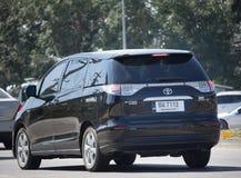 Coche privado de Toyota Estima fotografía de archivo