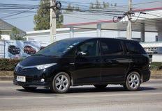 Coche privado de Toyota Estima fotos de archivo