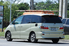 Coche privado de Toyota Estima imagenes de archivo