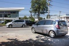 Coche privado Honda Jazz de la ciudad Automóvil de la ventana trasera de cinco puertas Foto en el camino ningún 121 cerca de 8 imagenes de archivo