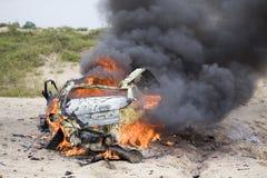 Coche que arde Foto de archivo