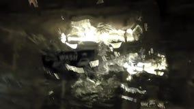 Coche que se lava de la gente en el área subterráneo del túnel de lavado almacen de video