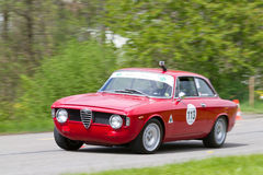 Coche que viaja Alfa Romeo de la raza de la vendimia Fotografía de archivo