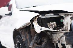 Coche quebrado después de un accidente imágenes de archivo libres de regalías