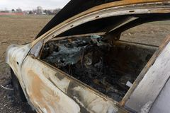 Coche quemado abandonado después de robar Fotos de archivo