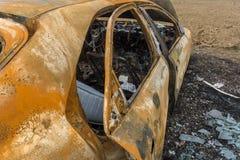 Coche quemado abandonado después de robar Imagen de archivo libre de regalías