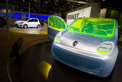 Coche Renault ZE del concepto del motor eléctrico detrás Foto de archivo libre de regalías